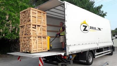 Kaminholz und Brennholz wird direkt an die Wunschadresse in Essen auf Paletten angeliefert